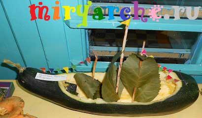 кораблик парусник из природного материала из кабачка
