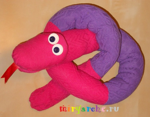 шьём красивую мягкую игрушку из старых детских колготок своими руками