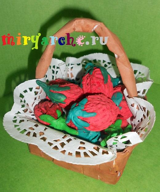 поделка ягоды клубники из природного материала своими руками