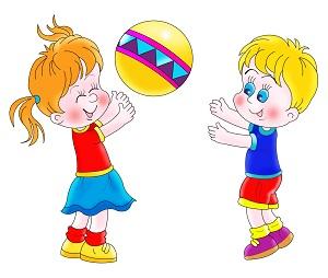 Игры с мячом летом во дворе, детском лагере